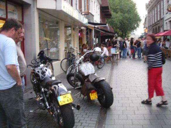 Irgendiwe scheinen die holländischen Zweiradfahrer besser ausgestattet