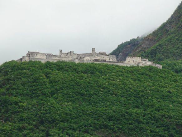 Festung über dem Etsch-Tal