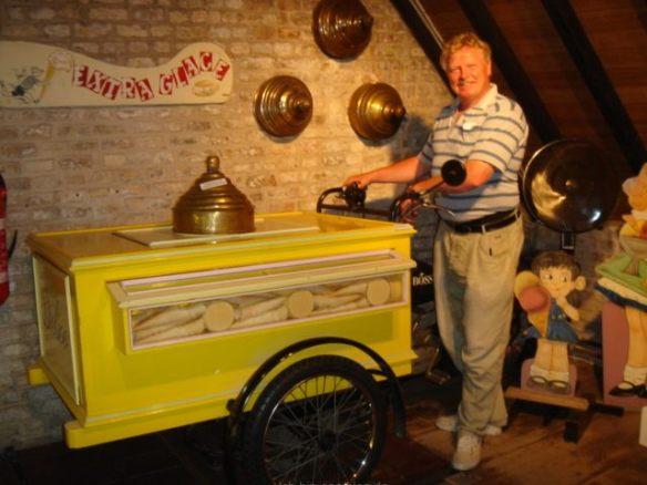 So einen Eiswagen kennt Friedhelm noch aus Krummesse
