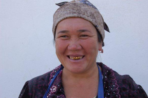 Der Usbeke trägt seinen Reichtum immer bei sich