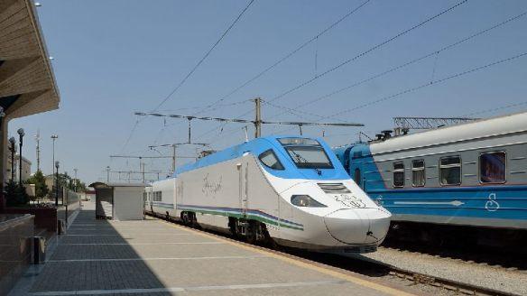 Samarkand-Schnellzug